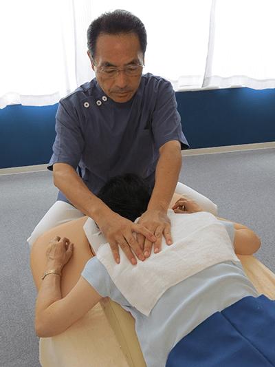 数多い経験から生まれた、背骨と骨盤を調整し筋肉の過緊張を解除する整体術